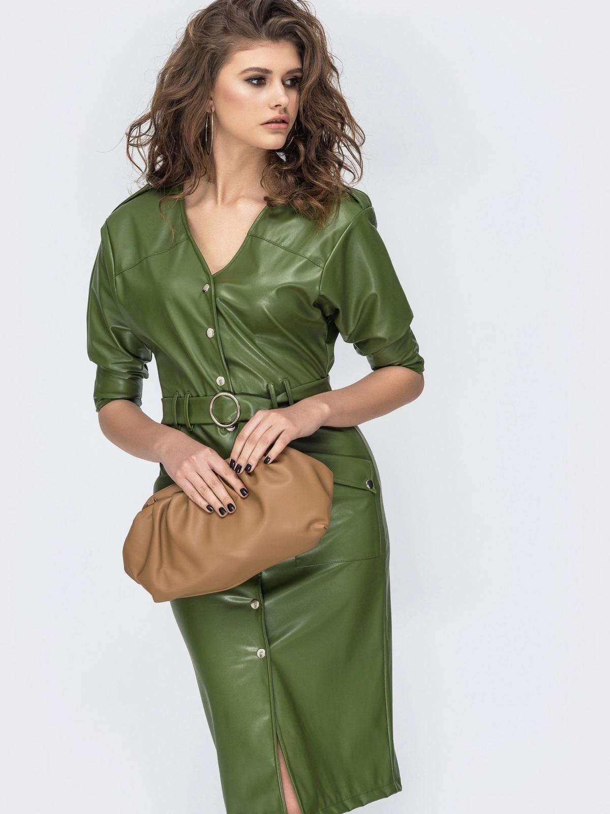 Платье из эко-кожи с накладными карманами цвета хаки 44952, фото 1
