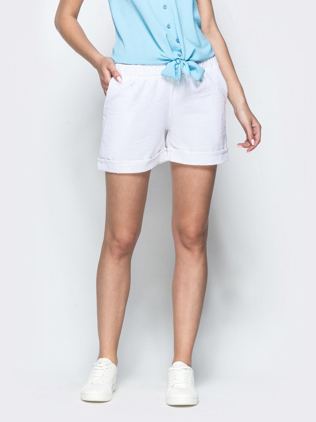 Льняные шорты белого цвета с резинкой по талии 39598, фото 1