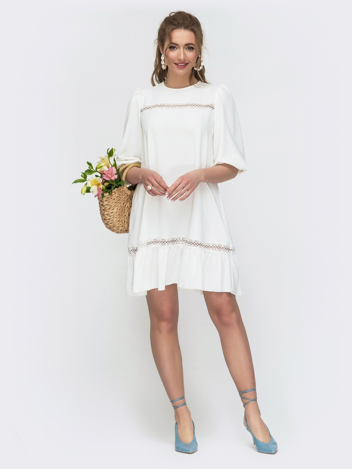 Свободное платье с оборкой по низу белое 47295, фото 1