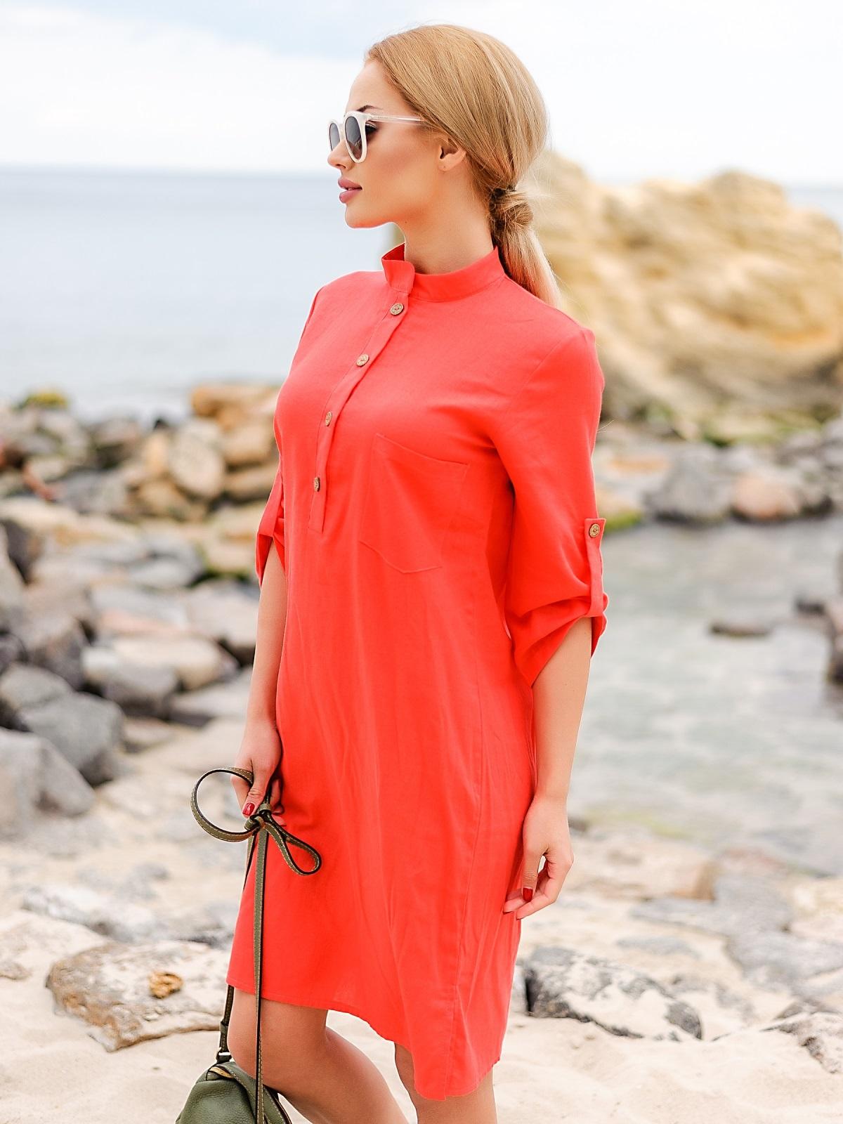 Коралловое льняное платье-рубашка прямого кроя с пуговицами 12546, фото 1