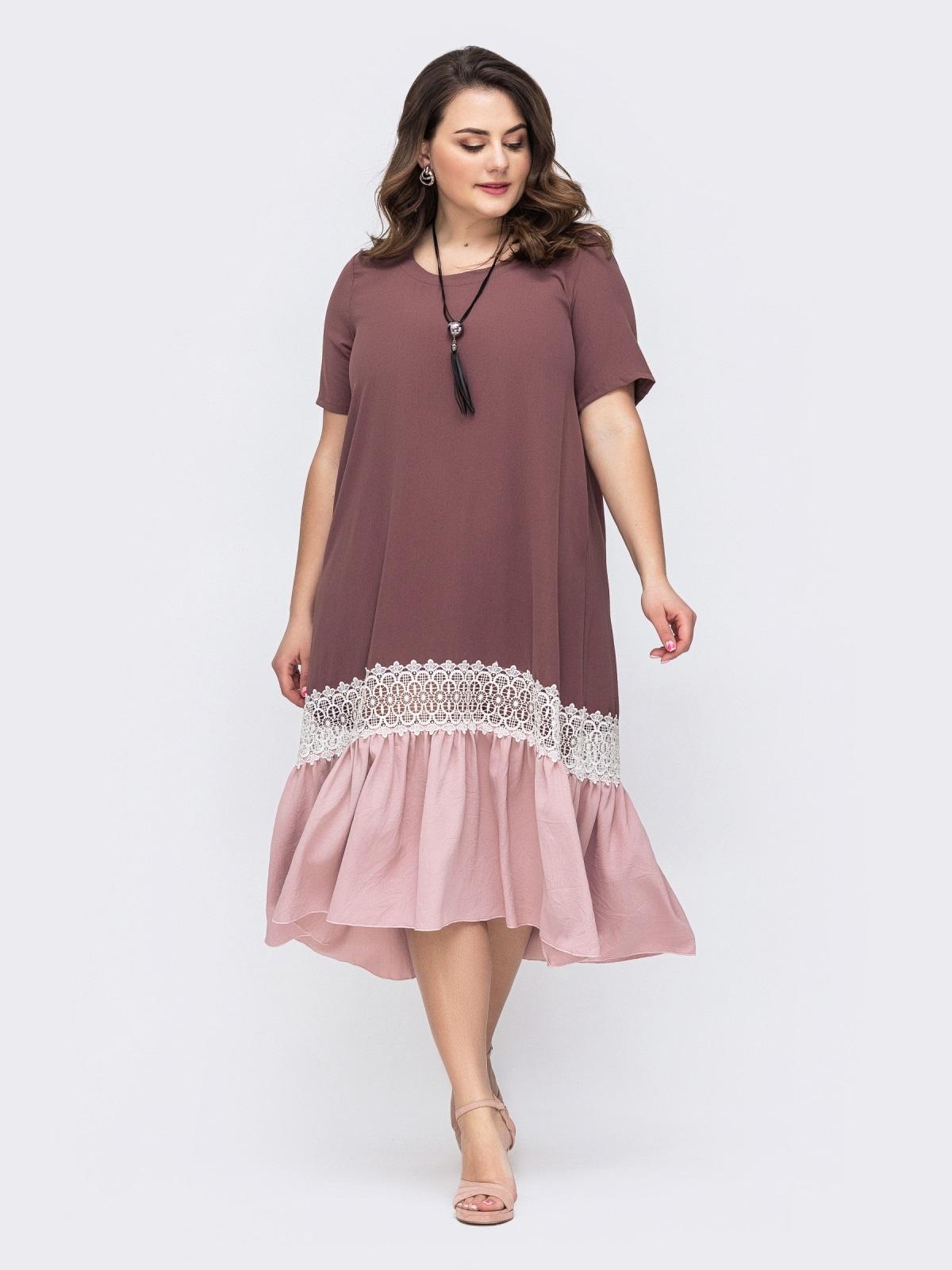 Пудровое платье батал с контрастным воланом по низу 46441, фото 1