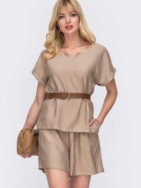 Костюм бежевого цвета из свободной блузки и шорт 49137, фото 1
