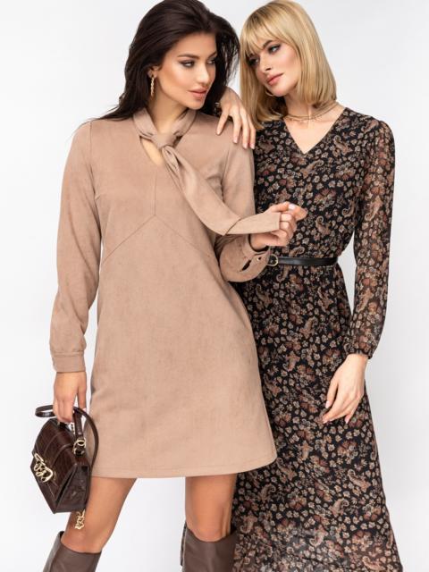 Платье из замши с воротником-аскот бежевое 52852, фото 1