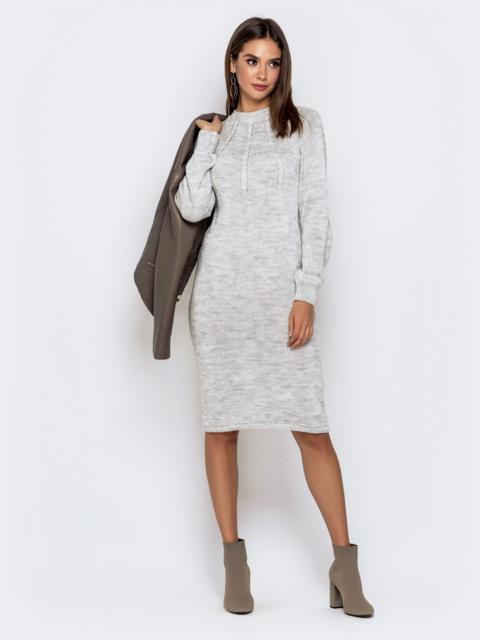 Вязаное платье-миди с косами по лифу светло-серое 41157, фото 1