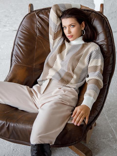 Белый свитер со спущенной линией плечевого шва 51447, фото 1