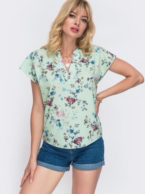 Мятная блузка прямого кроя с принтом и V-вырезом 49098, фото 1