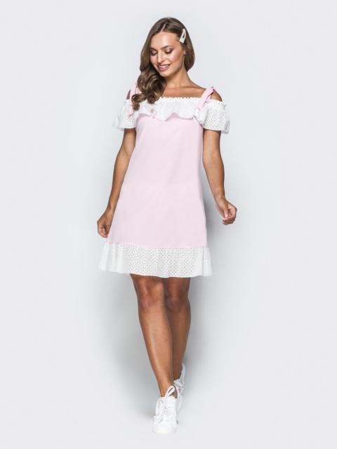 Розовое платье из софта с открытыми плечами и воланом 38528, фото 1