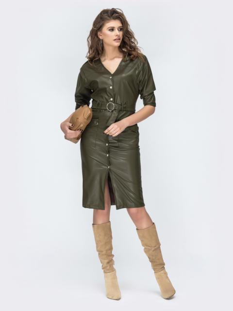 Платье из эко-кожи с накладными карманами цвета хаки 53681, фото 1
