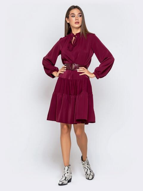 Бордовое платье с воротником-аскот и многоярусной юбкой 41009, фото 1