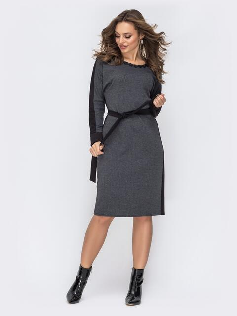 Приталенное платье с принтом и кружевом по вырезу серое 44123, фото 1