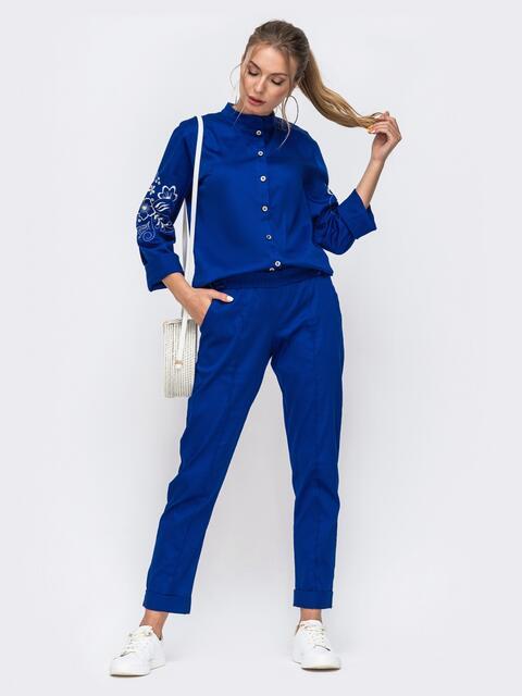 Синий костюм из рубашки с вышивкой на рукавах и брюк 49476, фото 1