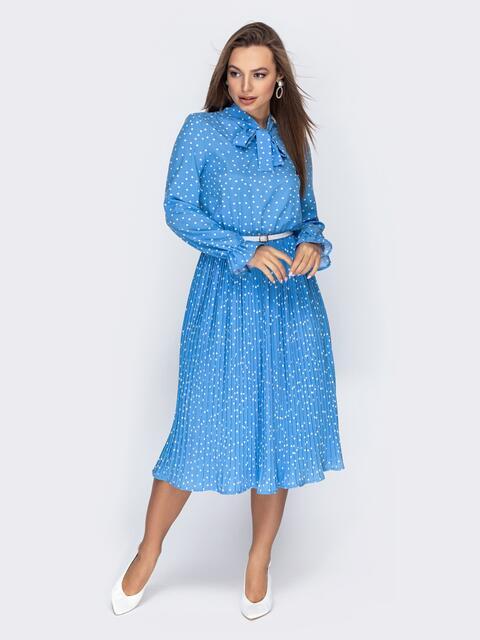 Голубое платье в горох с воротником-аскот и юбкой-плиссе 44829, фото 1