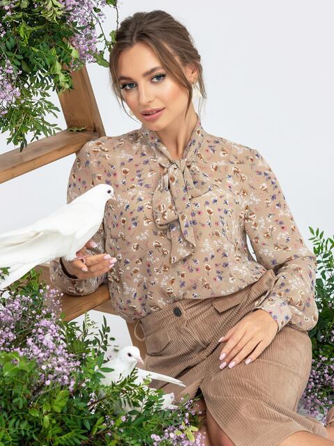 Бежевая блузка с цветочным принтом и воротником-аскот 45036, фото 1