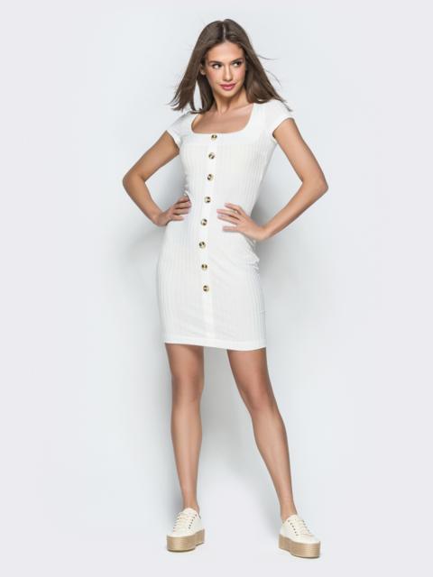 Обтягивающее платье с круглым вырезом и пуговицами белое 38604, фото 1