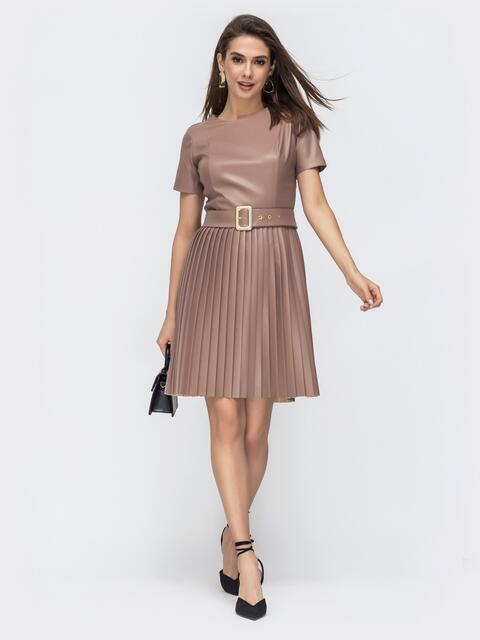 Коричневое платье с коротким рукавом и юбкой-плиссе 44917, фото 1