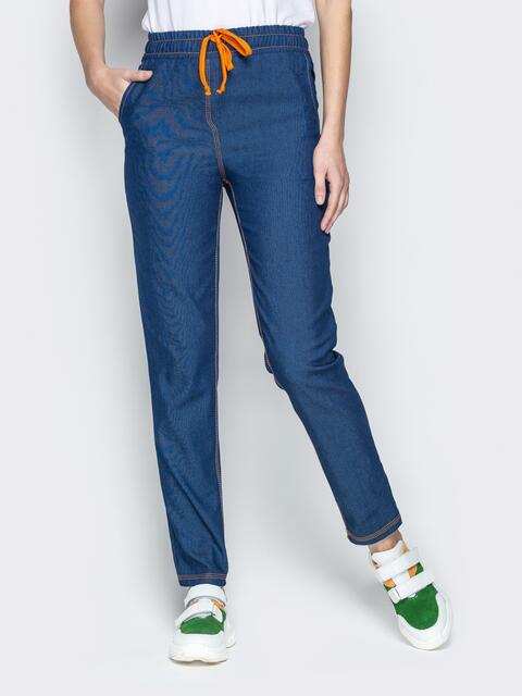 Лёгкие джинсы синего цвета на резинке по талии 21054, фото 1
