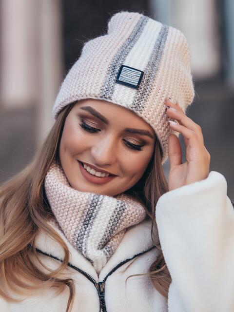 Комплект с контрастной вязкой из шапки и хомута пудровый 40444, фото 1