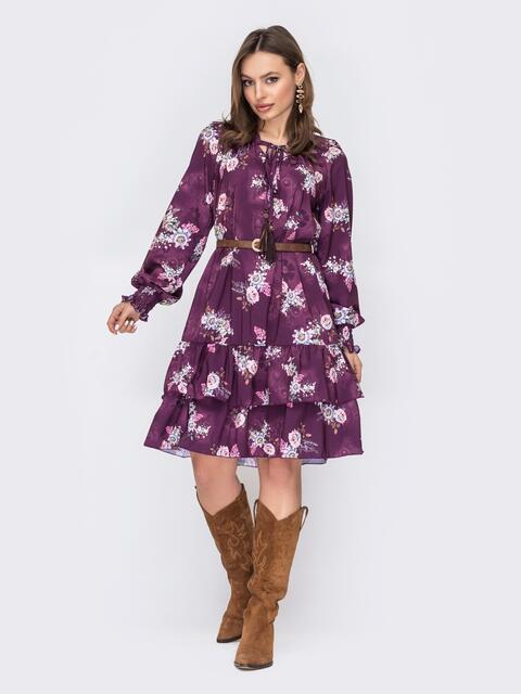 Платье-трапеция в цветочный принт с оборками по низу фиолетовое 53417, фото 1