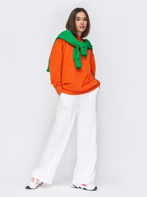 Костюм с оранжевым свитшотом и белыми брюками 53514, фото 1