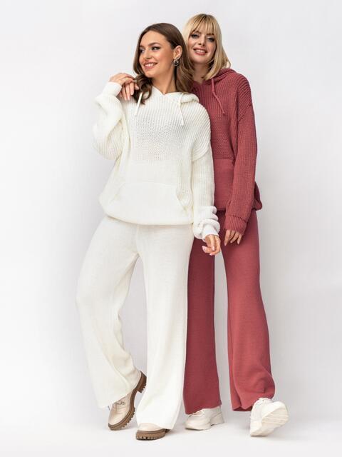 Вязаный костюм молочного цвета из кофты с капюшоном и брюк 52924, фото 1