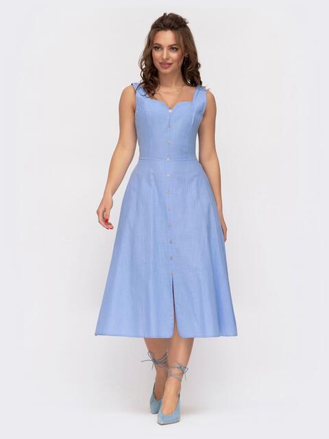 Приталенное платье из льна с фигурным вырезом голубое 47299, фото 1