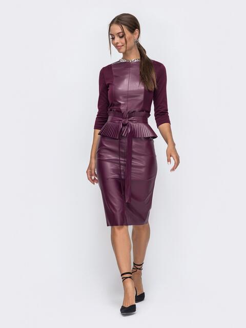 Комбинированное платье бордового цвета с баской 50244, фото 1
