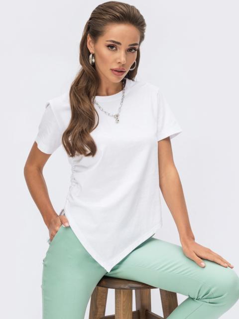 Белая футболка с кулиской по правому боку 54248, фото 1