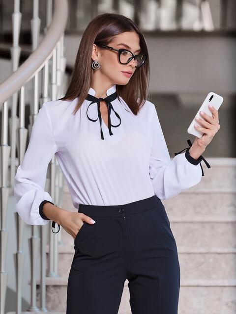 Белая блузка с контрастным воротником-стойкой на завязках 40082, фото 1