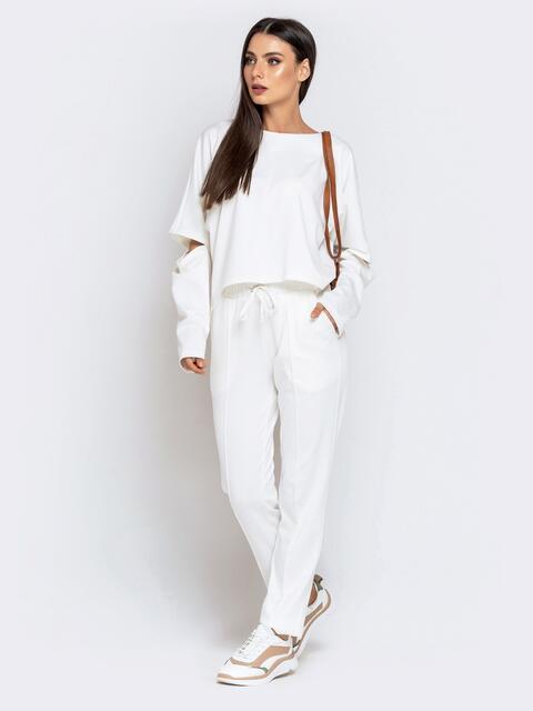Брючный костюм белого цвета с цельнокроеным свитшотом 40710, фото 1