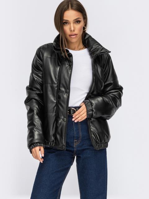 Короткая демисезоная куртка из экокожи черная 54983, фото 1