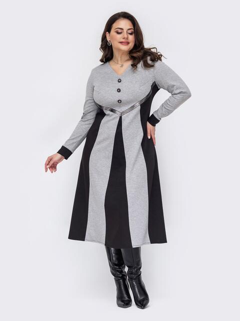 Серое расклешенное платье батал с контрастными вставками  52793, фото 1