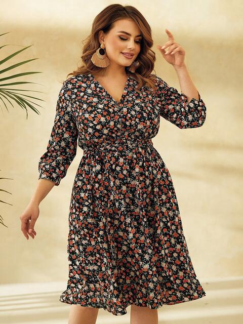 Платье батал с цветочным принтом и юбкой-клеш черное 53804, фото 1