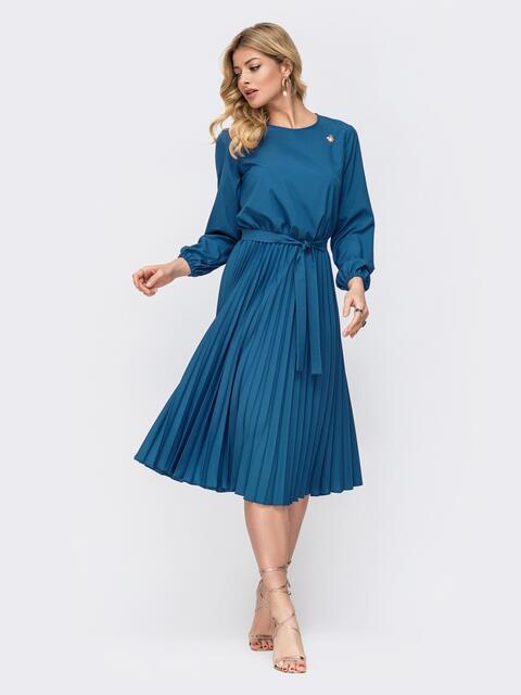 Платье синего цвета с юбкой-плиссе 45865, фото 1