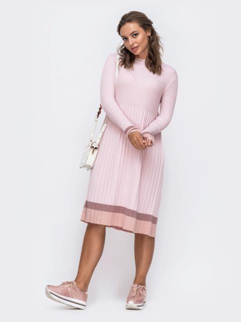 Розовое вязаное платье в рубчик с плиссированной юбкой 50439, фото 1