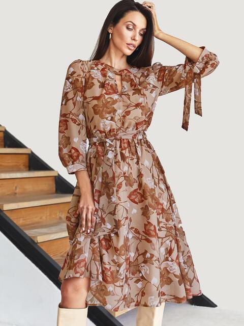 Шифоновое платье-миди в цветочный принт с вырезом бежевое 54813, фото 1