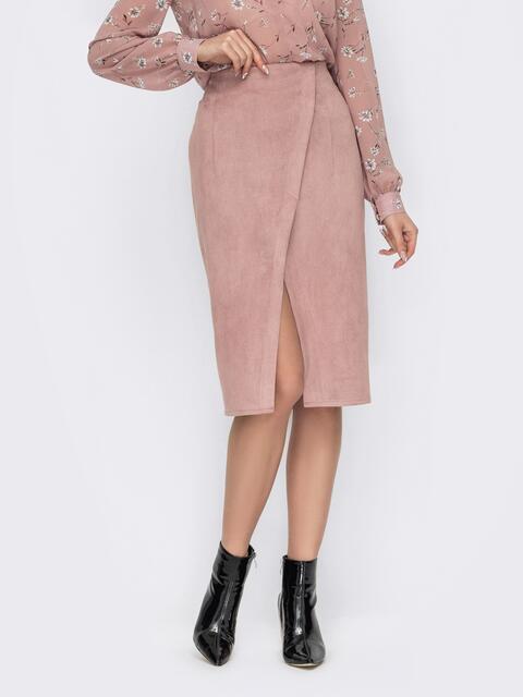 Замшевая юбка-карандаш с запахом и разрезом спереди пудровая 53172, фото 1