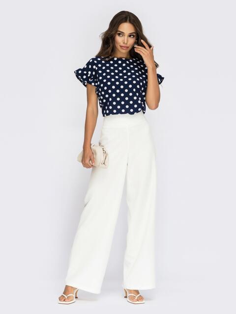 Костюм из белых брюк и блузки в горох 53912, фото 1