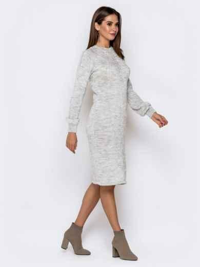 Вязаное платье-миди с косами по лифу светло-серое 41157, фото 3