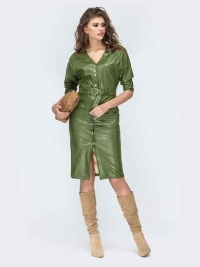 Платье из эко-кожи с накладными карманами цвета хаки 44952, фото 2