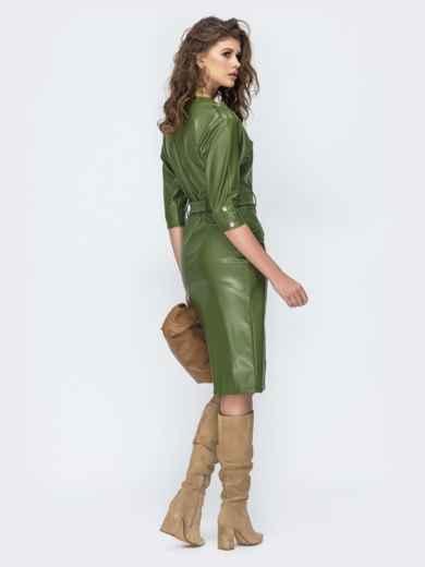 Платье из эко-кожи с накладными карманами цвета хаки 44952, фото 3