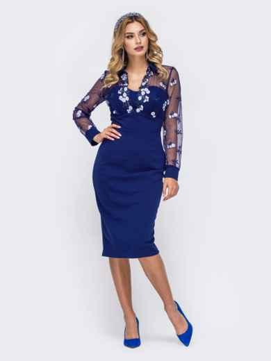 Платье-футляр с контрастной вышивкой на кокетке синее - 42881, фото 1 – интернет-магазин Dressa