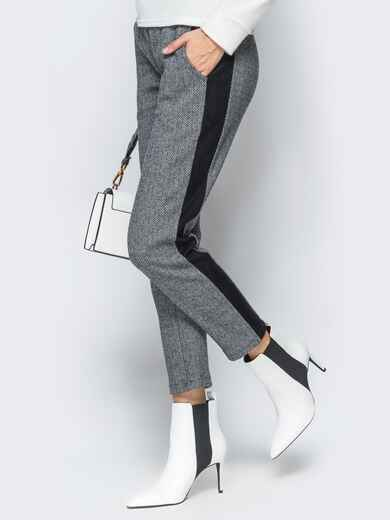Брюки серого цвета из жаккарда - 17750, фото 1 – интернет-магазин Dressa
