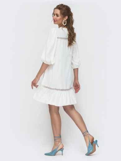 Свободное платье с оборкой по низу белое 47295, фото 2