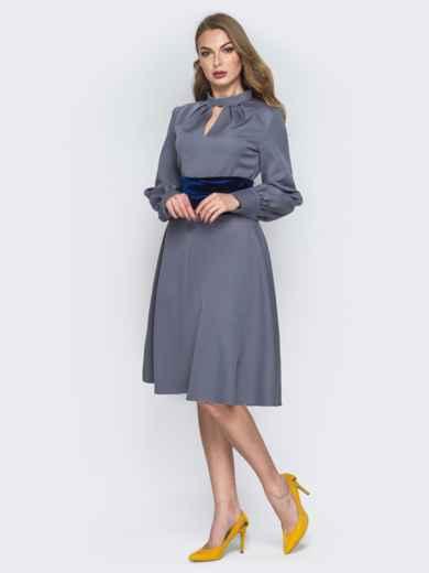 """Серое платье с вырезом """"капля"""" и юбкой-клёш 19438, фото 2"""