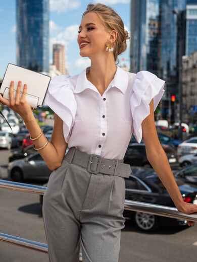 Приталенная блузка с объемными рукавами из воланов белая 49774, фото 1
