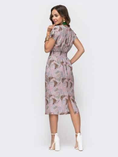 Приталенное платье с принтом и V-вырезом пудровое 49323, фото 3