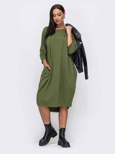 Платье-баллон большого размера с удлиненной спинкой хаки - 51348, фото 1 – интернет-магазин Dressa
