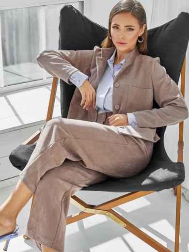 Комплект из замши с жакетом и укороченными брюками коричневый 50354, фото 1