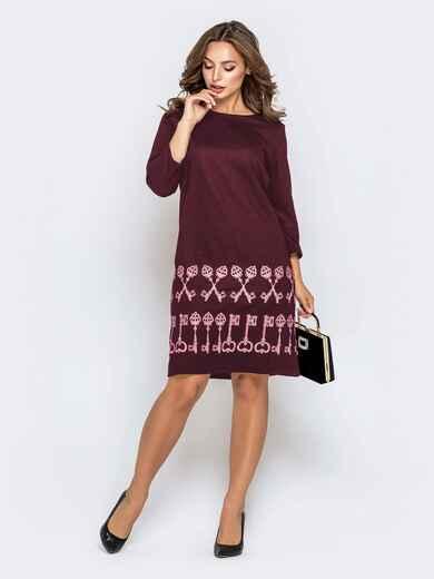 Бордовое платье прямого кроя с принтом по низу 41882, фото 1