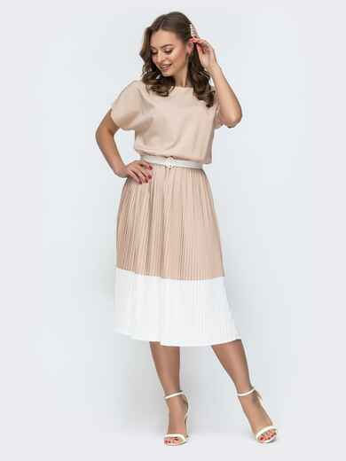 Бежевое платье с напуском по талии и юбкой-плиссе 46680, фото 1